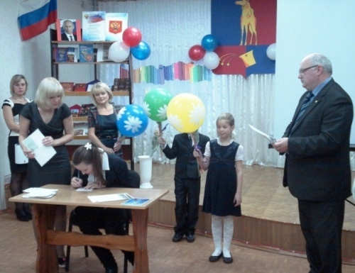 Архипов А.И., начальник упраления образования г.Мончегорска - на Празднике вручения первого паспорта