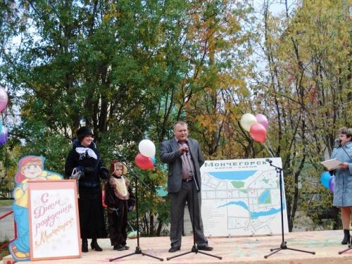 Заместитель директора департамента персонала ОАО КГМК на презентации Литературного парка