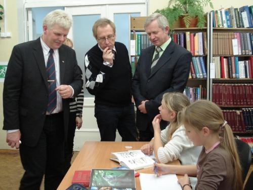 Глава города Е. Рухлов и гости из Швеции